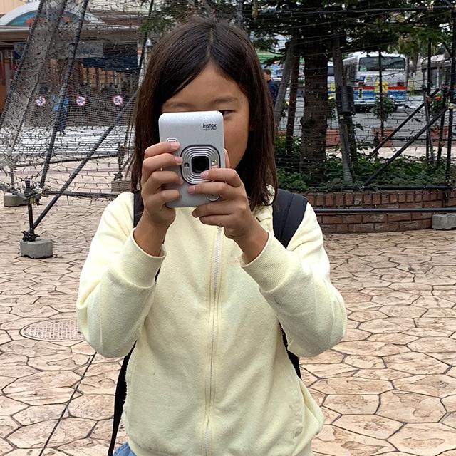 instax mini LiPlay(インスタックス ミニ リプレイ)で写真を撮る