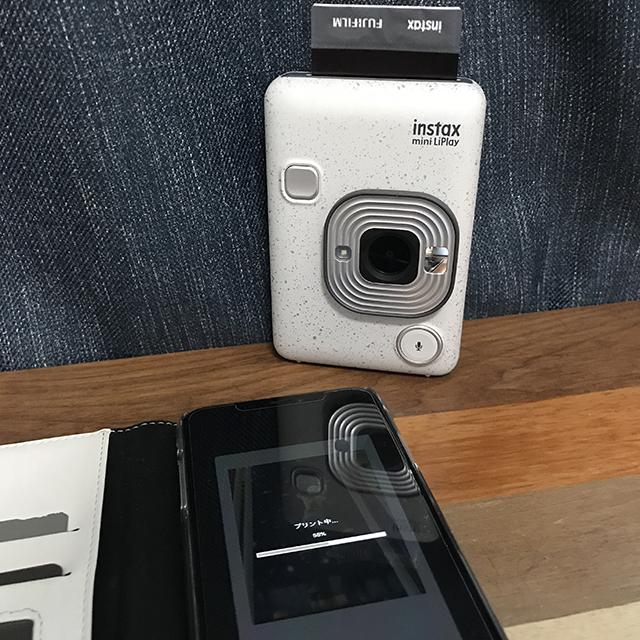 instax mini LiPlay(インスタックス ミニ リプレイ)でスマホの写真をチェキプリント
