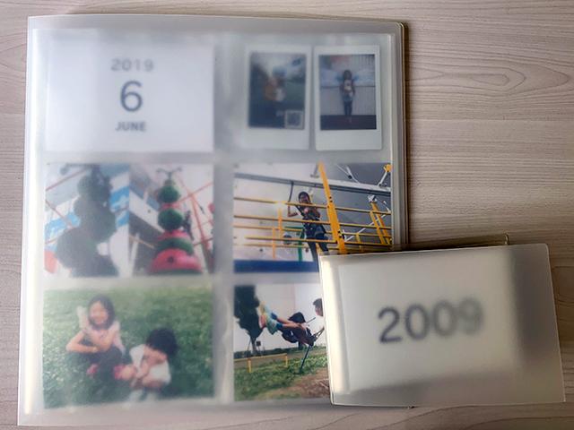 マンスリーカードでアルバムに写真を整理
