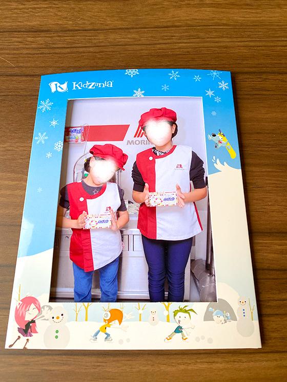 キッザニア東京のフォトサービスで購入したお菓子工場の写真プリント